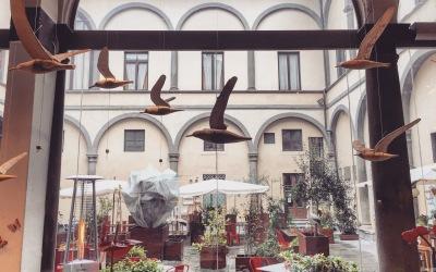 Gabbiani e aironi in volo dell'artista Francesco Ciabatti